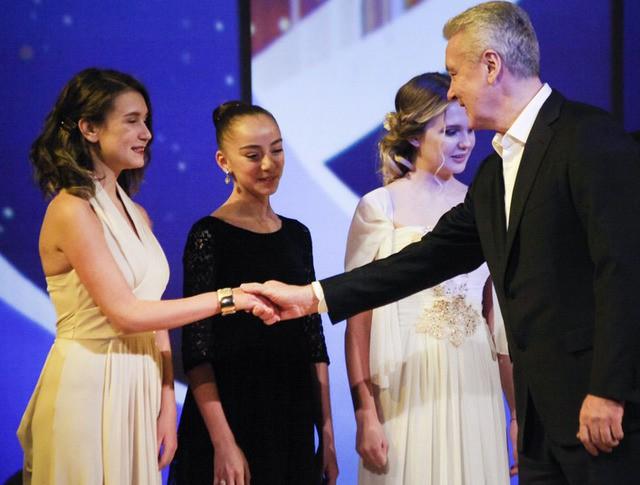 Сергей Собянин вручает гранты Мэра Москвы победителям конкурса школ искусств