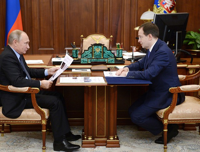 Президент России Владимир Путин и министр культуры Владимир Мединский