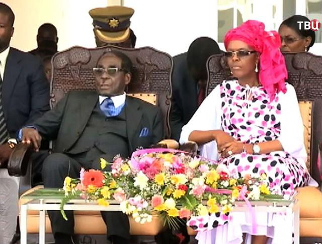 Президент Зимбабве Роберт Мугабе с супругой