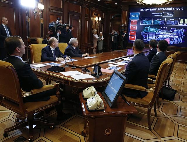 Дмитрий Медведев в режиме видеоконференции принимает участие в торжественной церемонии ввода в эксплуатацию Якутской ГРЭС-2