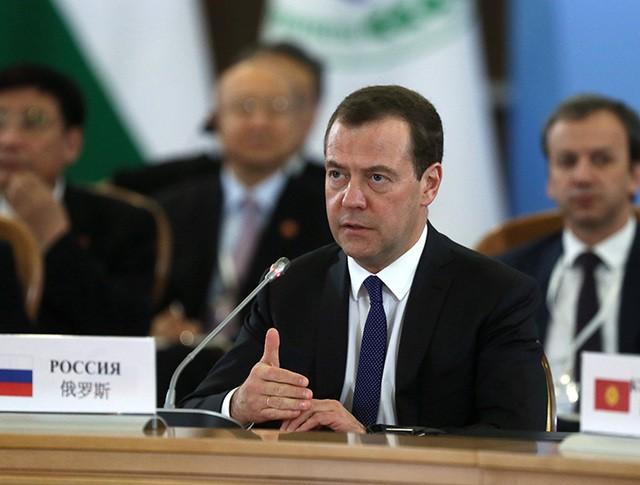 Дмитрий Медведев выступает на заседании Совета глав правительств стран ШОС