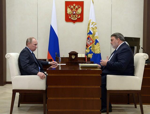 Владимир Путин и руководитель ФАС России Игорь Артемьев