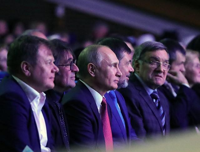Владимир Путин во время посещения концерта Детского хора России
