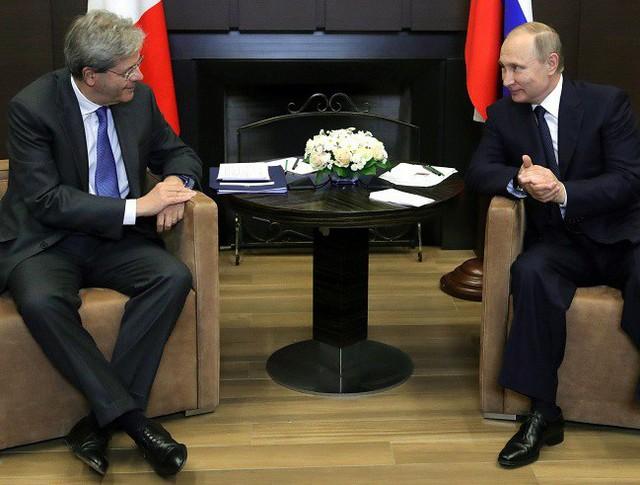 Президент России Владимир Путин и премьер-министр Италии Паоло Джентилони
