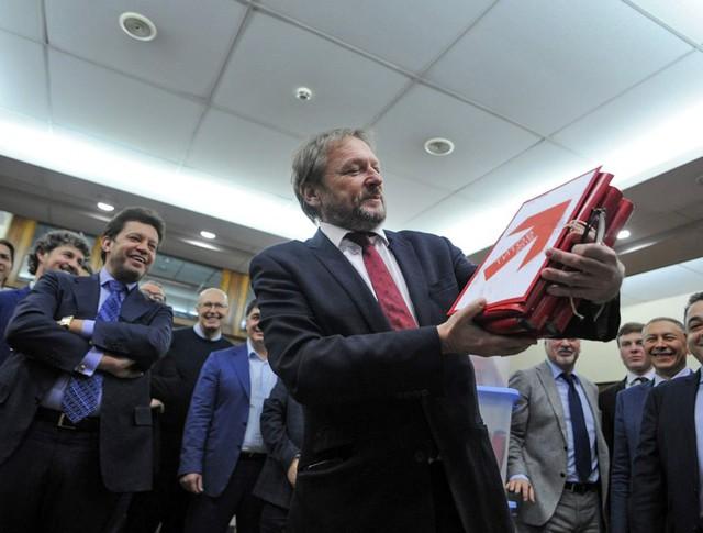 Борис Титов во время передачи подписей в ЦИК