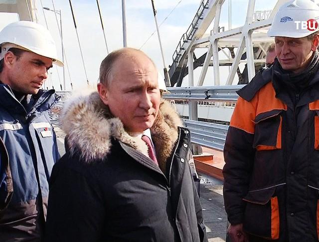 Владимир Путин осмотрел ход строительства Крымского моста
