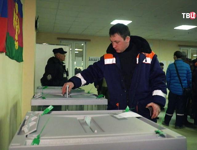 Строители Крымского моста проголосовали на выборах президента