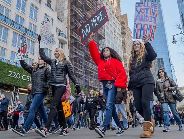 Марш за ужесточение контроля над оборотом оружия в США