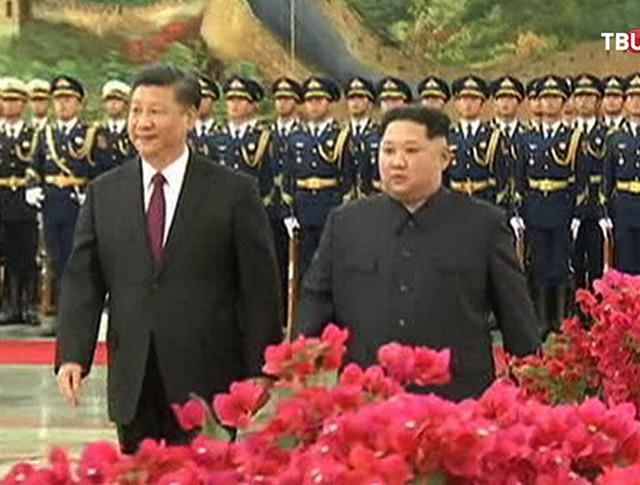 Ким Чен Ын в Китае с Си Цзиньпином