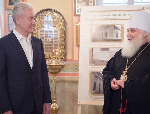 Сергей Собянин во время осмотра церкви св. мучеников Флора и Лавра на Зацепе