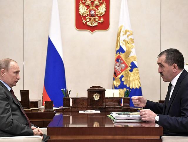 Президент России Владимир Путин и глава Республики Ингушетия Юнус-Бек Евкуров