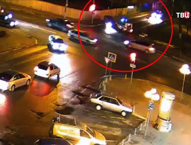 Пьяный водитель протаранил машину полиции