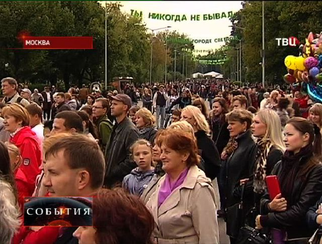В Москве проходят праздничные гулянья