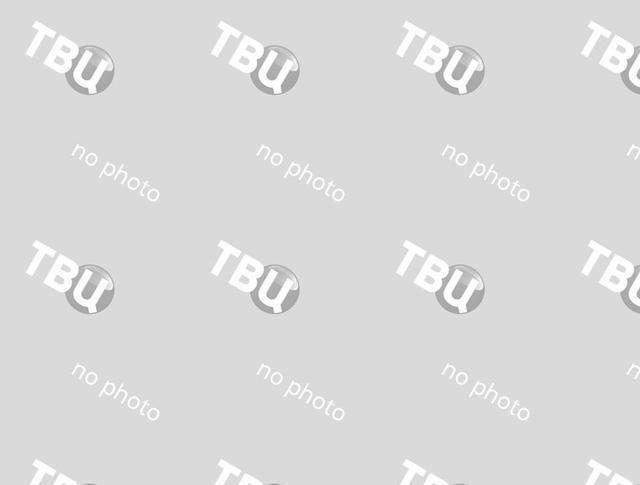 """Скейтбордист показывает свое мастерство в фойе станции метро """"Воробьевы горы"""""""