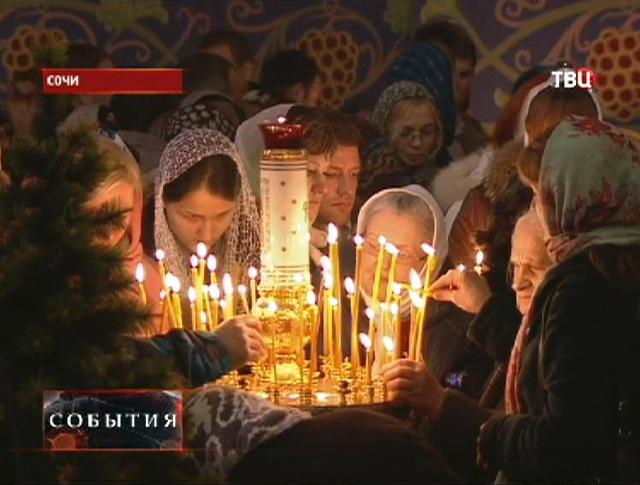 Православные россияне празднуют Рождество Христово