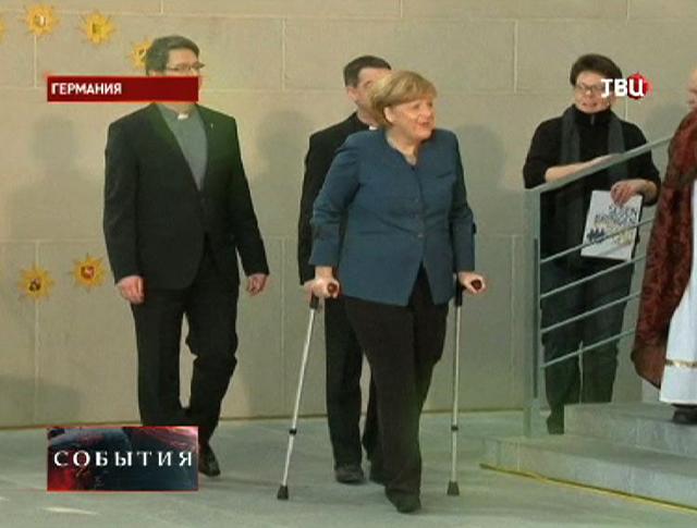 Ангела Меркель впервые появилась на публике после травмы
