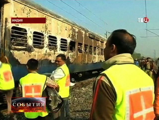 Экстренные службы Индии на месте пожара поезда