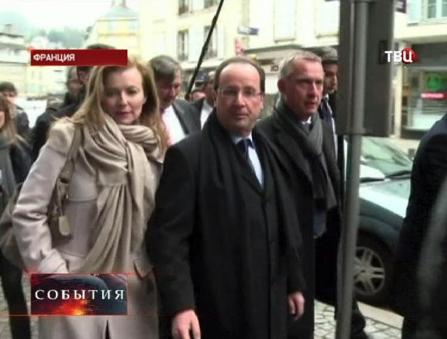 Президент Франции Франсуа Олланда с Валери Триервейлер