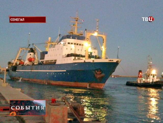 """Российский траулер """"Олег Найденов"""" в порту Сенегала"""