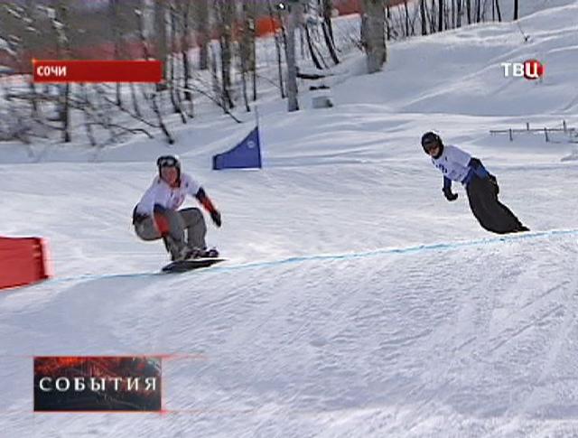 Сноубордисты на склоне