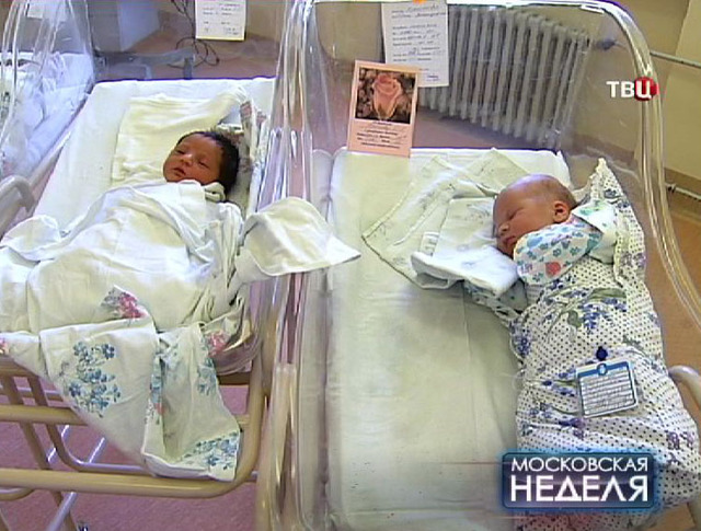 Новорожденные дети в роддоме