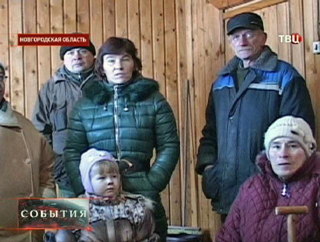 Жители деревни Новгородской области