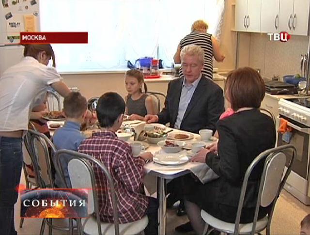 Сергей Собянин посещает центр содействия семейному воспитанию