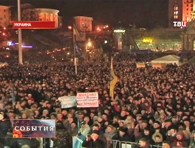 "Участники ""Народного вече"" на площади Независимости"