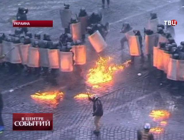 "Столкновения протестующих с бойцами ""Беркута"""