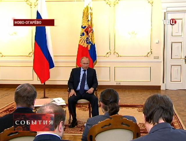 Владимир Путин провел пресс-конференцию