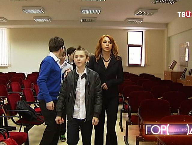 Музыкальный руководитель Алена Апина с учениками