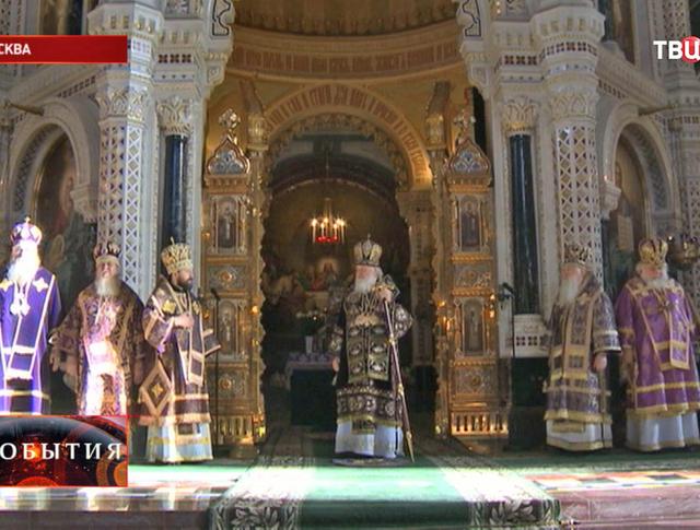 Патриарх Кирилл на литургии в храме Христа Спасителя