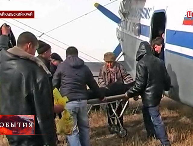 Эвакуация пострадавших от отравления алкоголем в Забайкальском крае