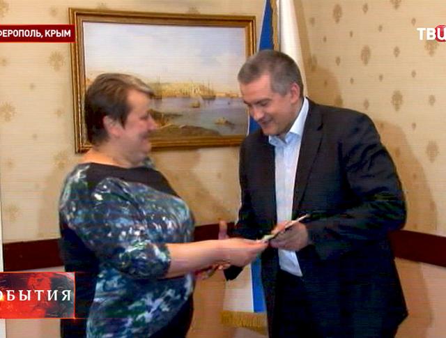 Премьер-министр Крыма Аксёнов получает российский паспорт