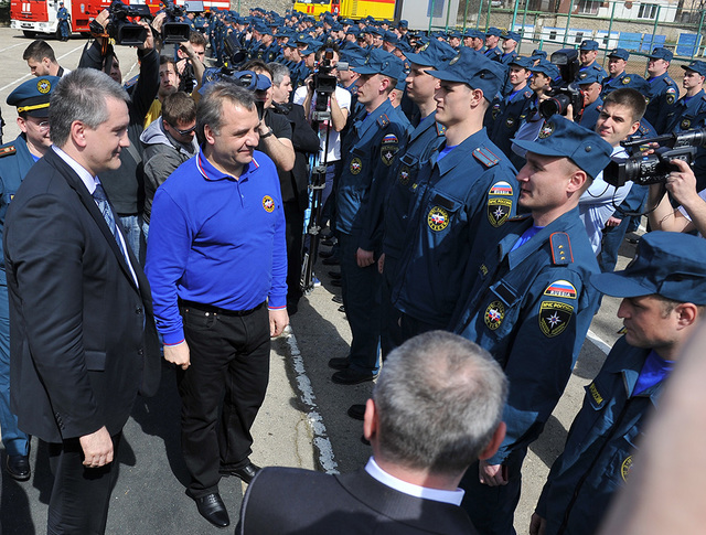 Премьер-министр Крыма Сергей Аксенов и глава МЧС России Владимир Пучков