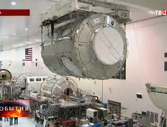 Сборка модулей американского космического корабля