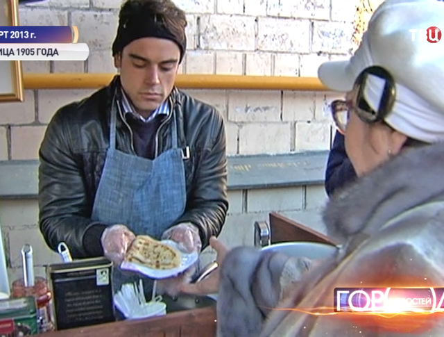 Студенты из Франции продают блинчики