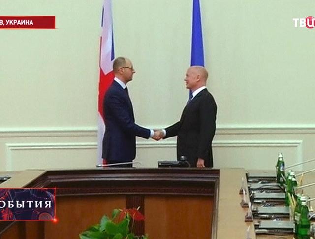Глава МИД Британии Уильям Хейг и премьер-министр Украины Арсений Яценюк