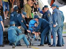 Борт МЧС доставил в Санкт-Петербург беженцев с Украины