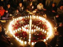 Париж скорбит по погибшим в терактах