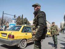 Военнослужащие сирийской армии на одной из улиц Дамаска в первый день перемирия