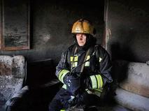 Пожарные на месте возгорания в квартире