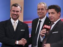 Националист Норберт Хофер и избранный президент Австрии Александр Ван дер Беллен во время выступления по австрийскому телевидению