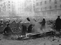 Москвичи строят противотанковые укрепления. 1941 год