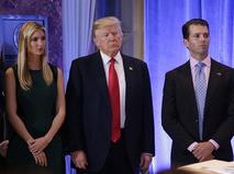 Избранный президент США Дональд Трамп с дочерью и сыном