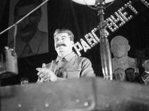 Генеральный секретарь ЦК ВКП (б) Иосиф Сталин выступает в Колонном зале Дома Союзов