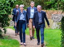 Премьер-министр Великобритании Тереза Мэй с супругом