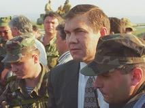 Александр Лебедь прибыл в Чеченю для проведения переговоров о прекращении боевых действий
