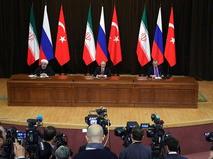 Президент Ирана Хасан Рухани, президент России Владимир Путин и президент Турции Реджеп Эрдоган