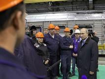 Владимир Путин во время общения с рабочими Тверского вагоностроительного завода